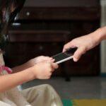 """""""Mio figlio sta sempre al cellulare"""": consigli e prevenzione"""